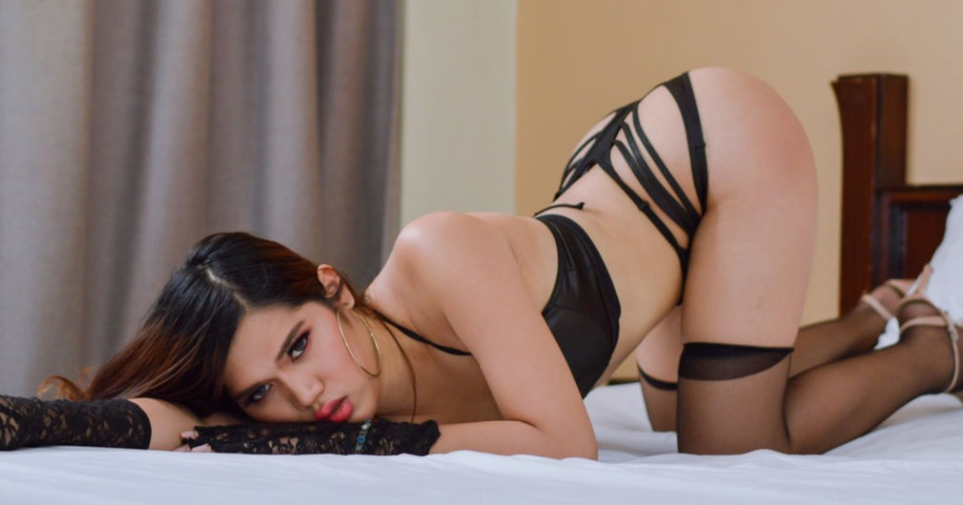 Ladyboy you are so yummy with your ass Up